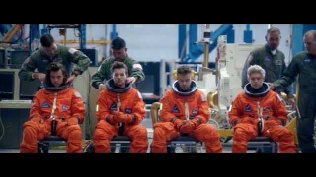 One Direction — Drag Me Down видео